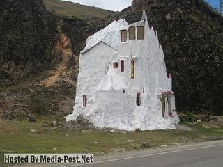 Houses-In-Odd-Places-20